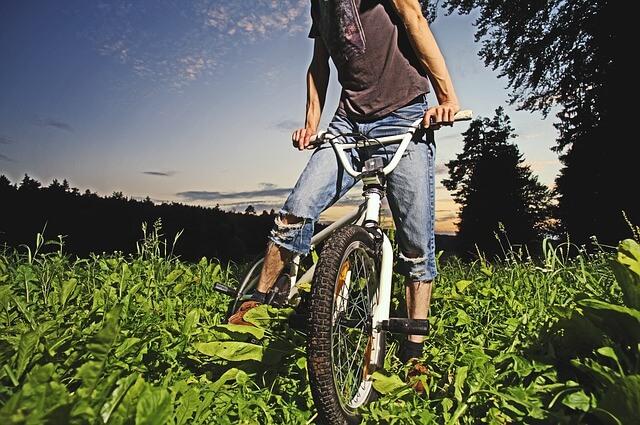 נער בגיל ההתבגרות, אופניים