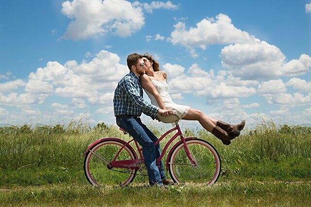 אהבה, אופניים, דשא, שמיים