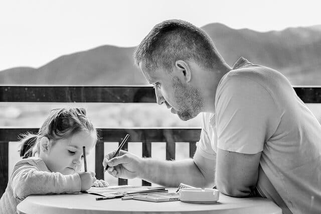 ילדה עם אבא שלה, מבוגר עם ילדה