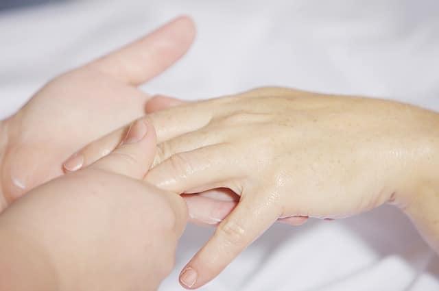 יד ביד, עזרה, זקוק לטיפול