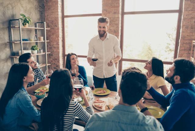 דיבור מול חברים, חברה, ארוחה, אווירה טובה