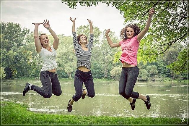 שמחה, קפיצה, נשים, התמודדות