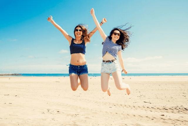 חברות טובות, חוף ים, אהבה, שמחה