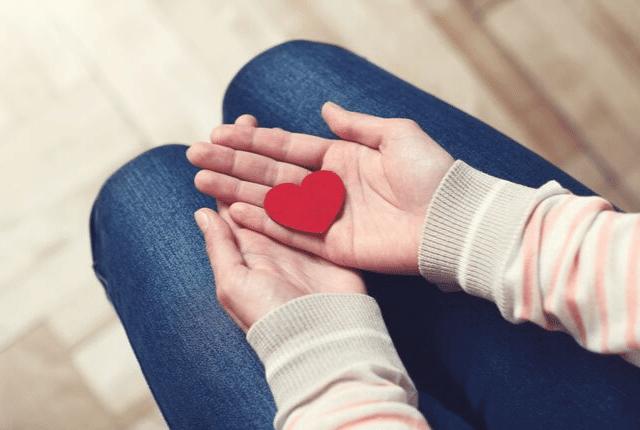 לב, אהבה, יד