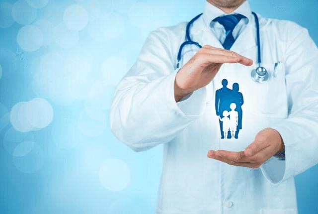 טיפול בחרדה בריאותית, רופא מומחה, טיפול באנשים