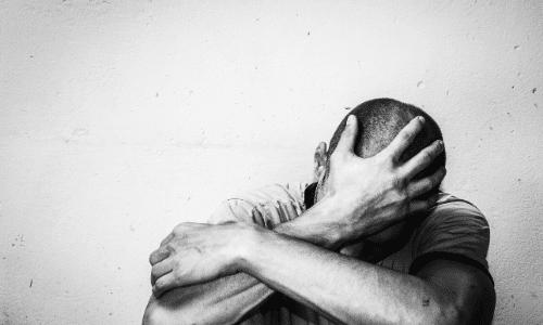 דיכאון חזק, שקוע במחשבות שליליות