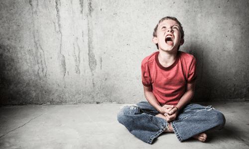 ילד זועם, נמצא בהתקף כעס