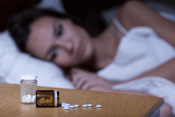 אשה בלילה לידה כדורים