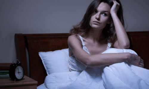 אישה עם בעיות שינה