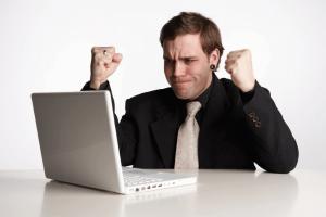 אדם עצבני שצריך טיפול בהתקפי זעם