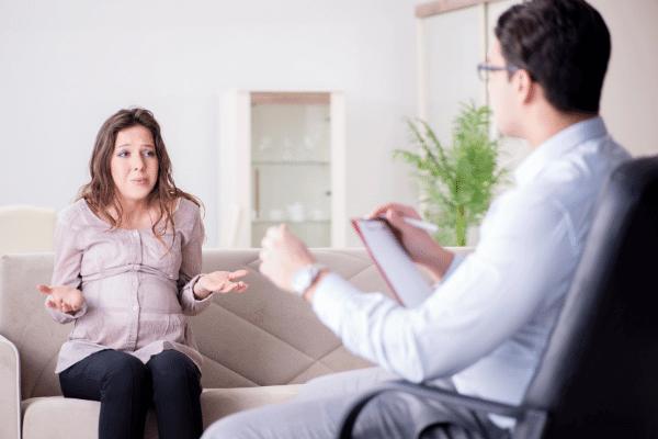 אישה בהריון בטיפול
