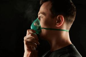 איש עם חמצן