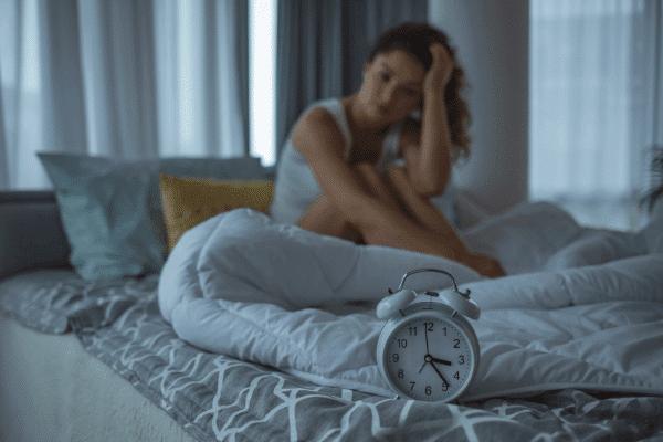 אישה אשר סובלת מתופעת הפרעות שינה בהריון